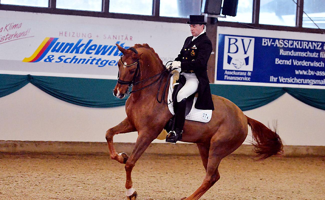 Johan Zagers auf einem Dressurpferd